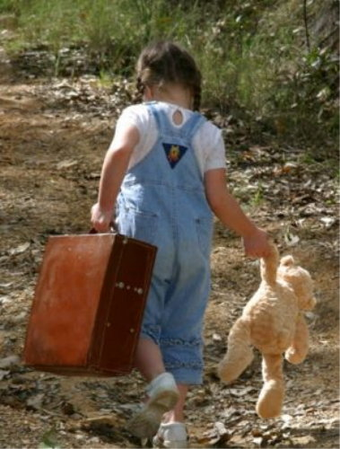 girl with suitcase1