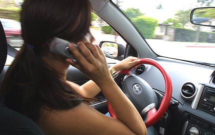 https://aupairmom.com/wp-content/uploads/2008/07/teen-driver-on-cell-phone.jpg
